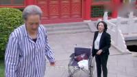 家有喜妇:婆婆使唤儿媳抬轮椅,不料看了眼前方,立马乖乖坐回去
