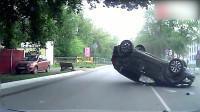 行车记录仪:很多车祸都是这种素质低下的司机,胡乱转线引起的车祸