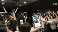 肖战,南京机场,路人粉现场视频,粉丝都很可爱漂亮,很有秩序哦。