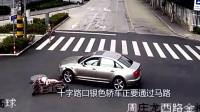 闯红灯抢道行驶,不争这一秒什么事也没有