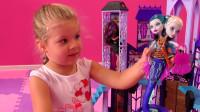 太高兴了!萌娃小可爱收到了好多喜欢的玩具啊,小家伙可开心啦!