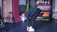 腘绳肌紧,前屈下不去?教你1组动作,灵活双腿,增强腘绳肌弹