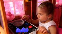 哇塞!萌娃小可爱当厨师做了好多美味的牛排啊,看上去太好吃啦!