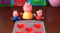 猪妈妈给小猪们做冰块,还是核桃味的,小猪猪们都好开心吧!
