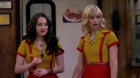 破产姐妹:苏菲掉了东西好尴尬,卡洛琳却说谁能来救救她们