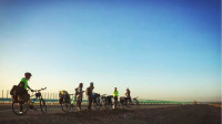 自行车上高速?来新疆看看,我也是第一次听说。03