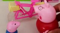 猪爸爸喊乔治出门了,猪爸爸自制了小汽车,比走路都慢