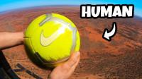 从1000英尺的高空抛球,人可以在地面接住吗?一起来见识下!