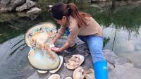 小河里捡到20年久的大河蚌,女子小心打开一看,直呼自己发财了!