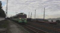 (成昆铁路)韶山3(4350)+韶山4(7219)重联货列下行方向沙湾站一道发车