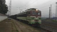 (成昆铁路)韶山3型(4328)电力机车牵引货列下行方向沙湾站一道发车