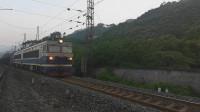 (成昆铁路)韶山4型电力机车(宝鸡蓝0133)牵引货列上行方向二道通过沙湾站