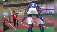 02年世界杯小罗的那脚任意球到底有多强?看看门将的表情就知道了