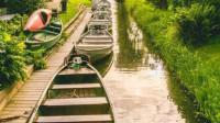 荷兰有一座桃源小镇,房屋都用芦苇编成,被称为绿色威尼斯