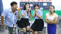 学生比赛用嘴削土豆皮,没想学生的做法一个比一个逗,太有趣了
