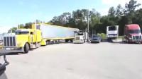 监控:超长大卡车在线表演倒车入库,老司机这车技不亏是花了2万块钱雇来的!