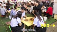 学霸王小九校园剧:小吃街4:庆祝国庆节,老师请学生吃烧烤,没想学生一个比一个能吃