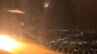 波音客机起飞后引擎喷火 机上乘客惊声尖叫