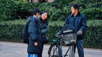 女儿嫌弃骑自行车的父亲丢人,反遭路人怼:别人只会笑话你!