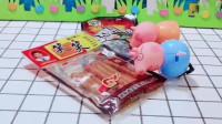 这里有这么多的糖果,小猪一家还抢起来了,真的是太可爱了