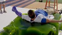"""国外小伙制作""""果冻床"""",重达800斤,躺下去的那一刻意外发生了"""