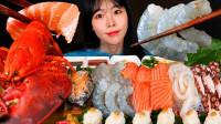 小姐姐吃海鲜大餐,各种刺身美味无比,芝士焗龙虾更是让人流口水!