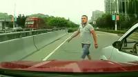 行车记录仪再次遇到路怒症,哥们一脚油门就是干
