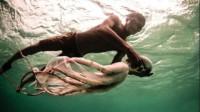 世界上最特殊的民族,常年生活在水里,一上岸就会晕倒!