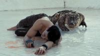 一男一女意外落入6米泳池,求救中引来出逃鳄鱼,绝望斗争鳄鱼7天