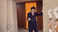 大哥,你跳这样的风骚舞,你老婆知道吗?