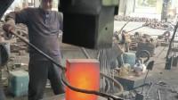 传统打铁工艺结合现代科技,省省时又省力,并且钢材的硬度还很高!