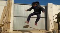 铁锹能当滑板吗?大神玩转各种高能动作,让人大开眼界!