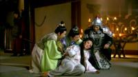两个皇子抢夺宝剑,结果不慎把妲己割出血了,气得纣王反手一巴掌