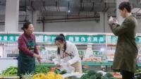 灰姑娘带亿万总裁去菜市场,谁知总裁一脸好奇,竟还用手机拍摄!
