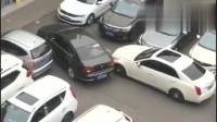 行车记录仪:这么窄的缝隙都能把车倒出去,这司机太牛了吧