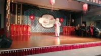 陈引红在康梦园国际老年公寓迎新春晚会上演唱《劝爹娘莫难过村头站稳》