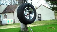 国外牛人为测试新车轮胎质量,一直往里面打气,它能坚持多久?