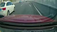 开大众车的女司机, 你下来, 我保证不打死你!