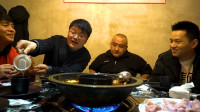 小翔哥,敬汉卿,老白,我们一起吃大蒜,火锅烧烤配大蒜,真过瘾