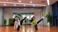 双胞胎小姐姐跳舞真好看《hip》