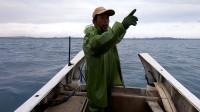 年底海鲜简直太抢手,阿雄出海搞到几十上百条,从上岸一路卖到家