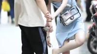 只有25岁以下的男生,才会在大街上帮女朋友擦高跟鞋吧?