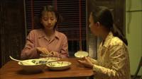 养父:几个孩子老疙瘩最惨,没有姐姐的待遇好,学完习还要收拾她们的剩饭!