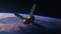 太空救援宇航员维修完毕,准备返回太空舱,不料看见一道光使他愣神!