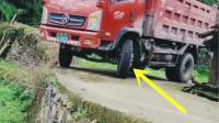 货车司机淡定过弯,没有10年车龄办不到!