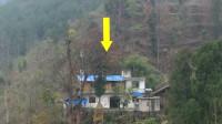 大山上发现一人家,没有车路还建好了两层小楼,这里有水有电有网,还真是个世外桃源!