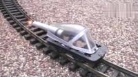 牛人脑洞大开,发明用鞭炮驱动的火车头,速度竟然可以那么快