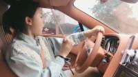 不愧是女司机啊,倒车连反光镜都不看,高手啊