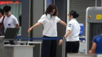 女人过安检时,为何安检员会尴尬一笑?屏幕上能看到什么?