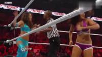 WWE女子赛:双胞胎美女见好就收,真是机智